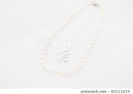진주 목걸이와 귀걸이 80511659