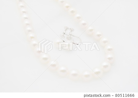 진주 목걸이와 귀걸이 80511666