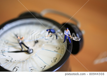 Stealing time man in the clock 80944308