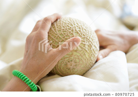 Condolence melons of hospitalized patients 80970725