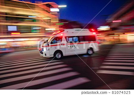 first-aid, emergency aid, ambulance 81074325