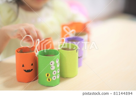 Halloween decorations and decorations with children 81144894