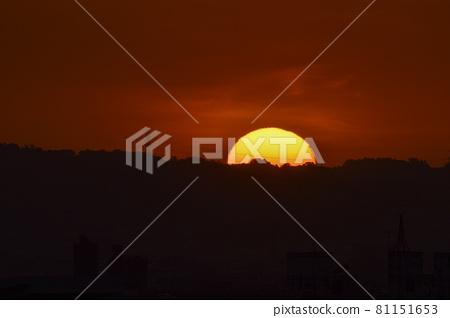 The setting sun. Ryochi Somechibachi, romantic warmth. 81151653