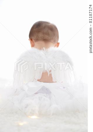 하얀 깃털 아기 천사 81187174