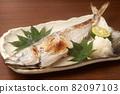 Grilled horse mackerel with salt 82097103