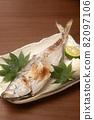 Grilled horse mackerel with salt 82097106