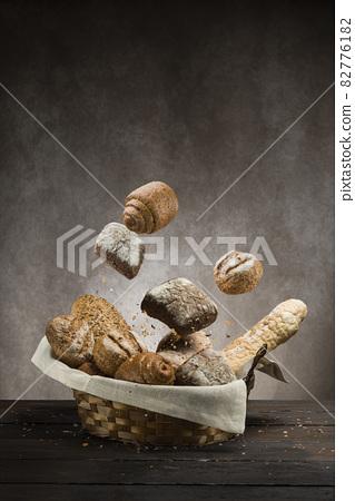 Bread on basket 82776182