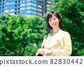 城市中的年輕女商人 82830442