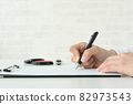 The hand of the person signing the contract 82973543