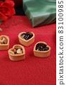 Chocolate sauce sweets 83100985